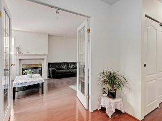 """Photo 4: 2 8297 SABA Road in Richmond: Brighouse Townhouse for sale in """"Rosario Gardens"""" : MLS®# R2486325"""