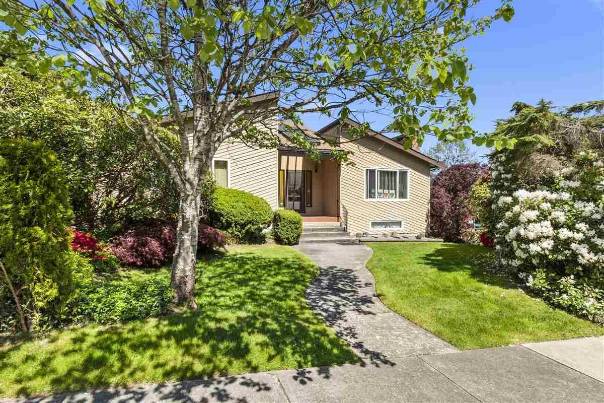 """Main Photo: 3225 SAIL Place in Coquitlam: Ranch Park House for sale in """"Ranch Park"""" : MLS®# R2455319"""