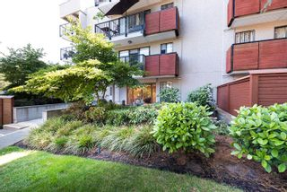 """Photo 3: 406 2142 CAROLINA Street in Vancouver: Mount Pleasant VE Condo for sale in """"WOODDALE"""" (Vancouver East)  : MLS®# R2601295"""
