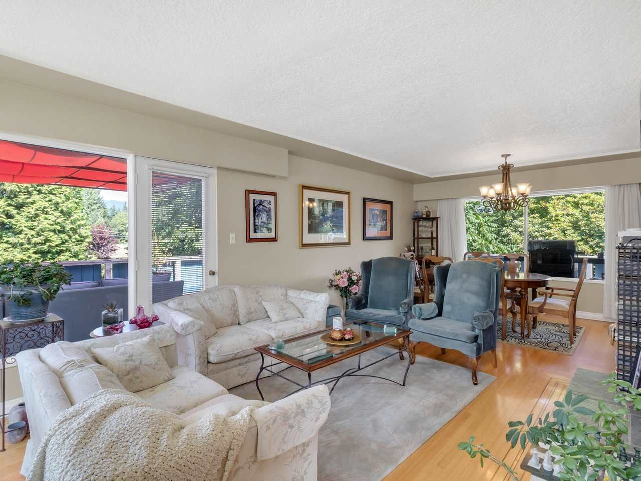 Photo 3: Photos: 943 GATENSBURY Street in Coquitlam: Harbour Chines House for sale : MLS®# R2499202