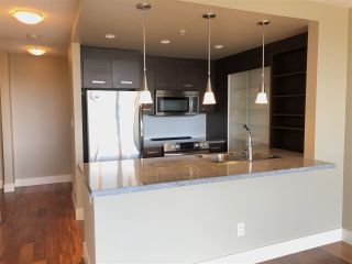 """Photo 2: 1106 2959 GLEN Drive in Coquitlam: North Coquitlam Condo for sale in """"THE PARC"""" : MLS®# R2520977"""
