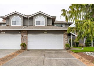 """Photo 1: 6139 W BOUNDARY Drive in Surrey: Panorama Ridge Townhouse for sale in """"LAKEWOOD GARDENS"""" : MLS®# R2452648"""