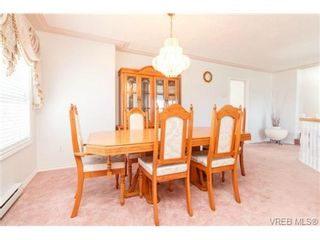 Photo 4: 1283 Santa Rosa Ave in VICTORIA: SW Strawberry Vale House for sale (Saanich West)  : MLS®# 705878