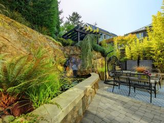 Photo 5: 2003 Runnymede Ave in : Vi Fairfield East House for sale (Victoria)  : MLS®# 853915