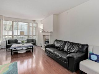 """Photo 6: 2 8297 SABA Road in Richmond: Brighouse Townhouse for sale in """"Rosario Gardens"""" : MLS®# R2486325"""