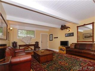Photo 3: 2904 PHYLLIS Street in VICTORIA: SE Ten Mile Point House for sale (Saanich East)  : MLS®# 303995