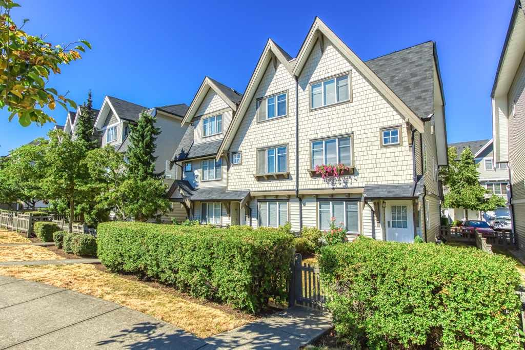 "Main Photo: 74 15871 85 Avenue in Surrey: Fleetwood Tynehead Townhouse for sale in ""Huckleberry"" : MLS®# R2489271"