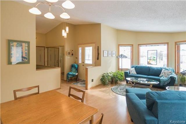 Photo 2: Photos: 67 Bethune Way in Winnipeg: Pulberry Residential for sale (2C)  : MLS®# 1803456