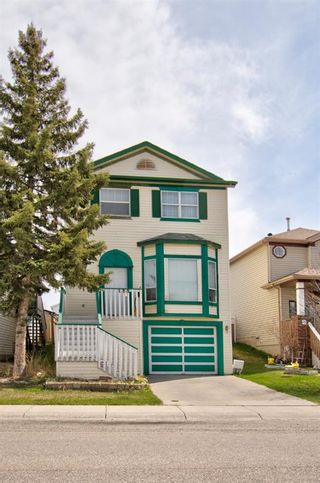 Photo 3: 129 Martinpark Way NE in Calgary: Martindale Detached for sale : MLS®# A1105231