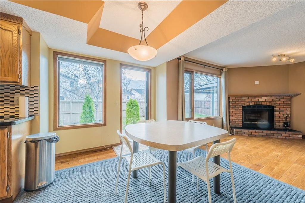 Photo 4: Photos: 25 Shannon Green SW in Calgary: Shawnessy House for sale : MLS®# C4140959