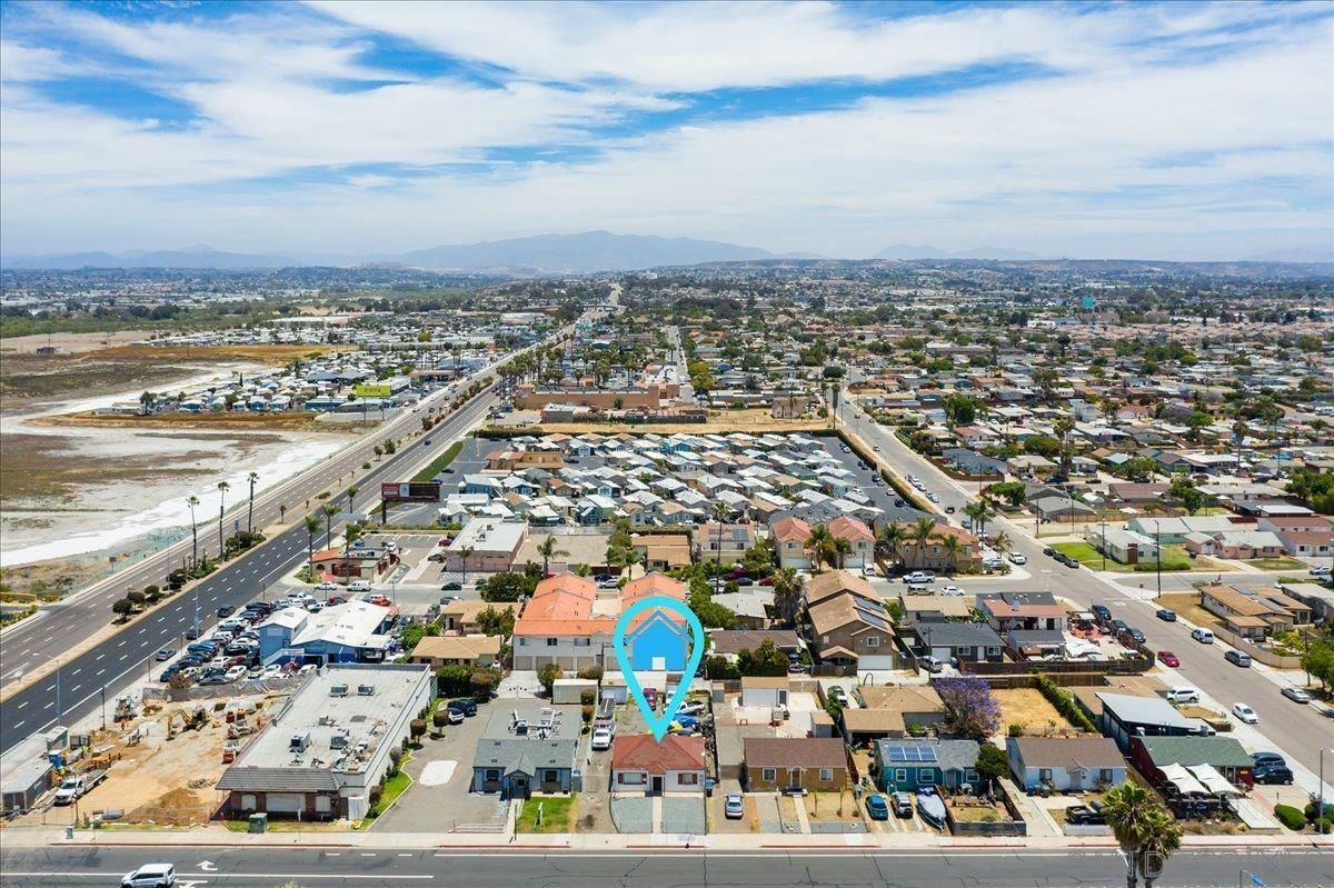 Main Photo: IMPERIAL BEACH House for sale : 2 bedrooms : 745 13th St
