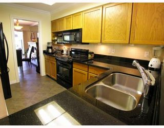 """Photo 3: 9 2118 EASTERN Avenue in North_Vancouver: Central Lonsdale Townhouse for sale in """"Bowling Green"""" (North Vancouver)  : MLS®# V767193"""