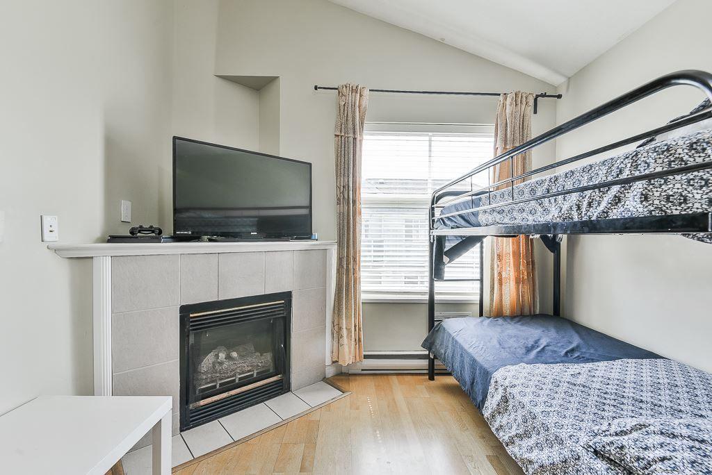 "Photo 11: Photos: 313 12739 72 Avenue in Surrey: West Newton Condo for sale in ""NEWTON COURT"" : MLS®# R2293338"
