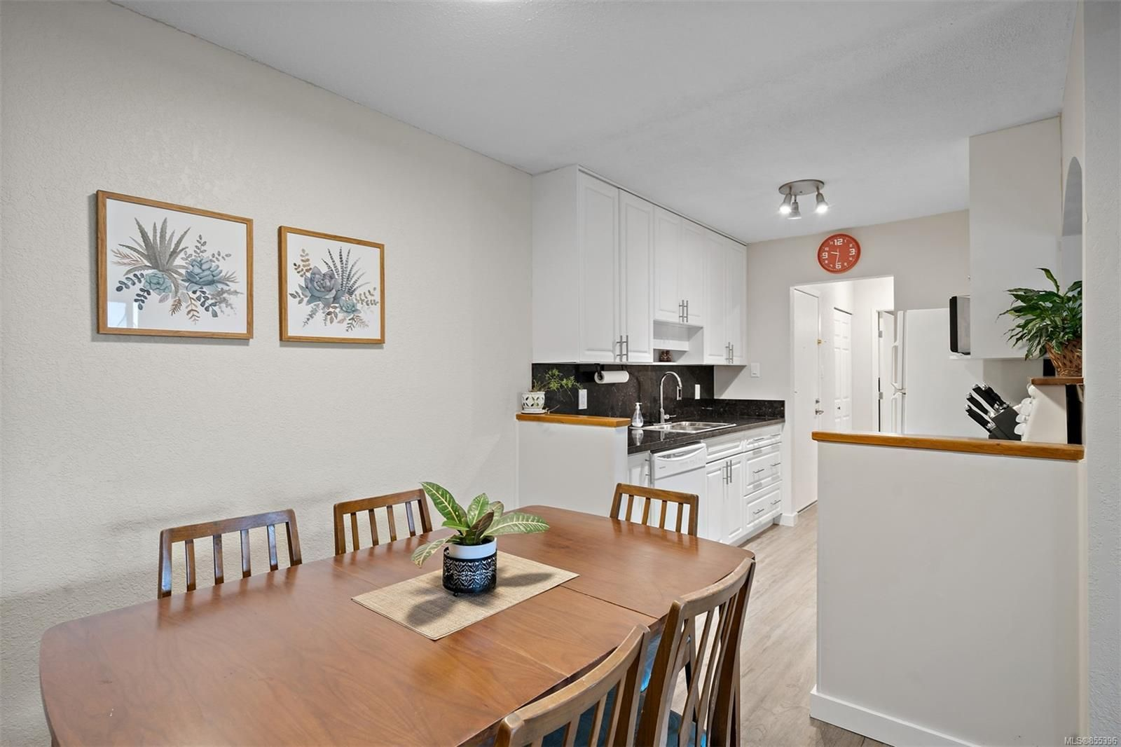 Photo 34: Photos: 308 1060 Linden Ave in : Vi Rockland Condo for sale (Victoria)  : MLS®# 855396