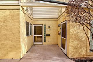 Photo 2: 3217 2 Street NW in Calgary: Mount Pleasant Row/Townhouse for sale : MLS®# A1083371