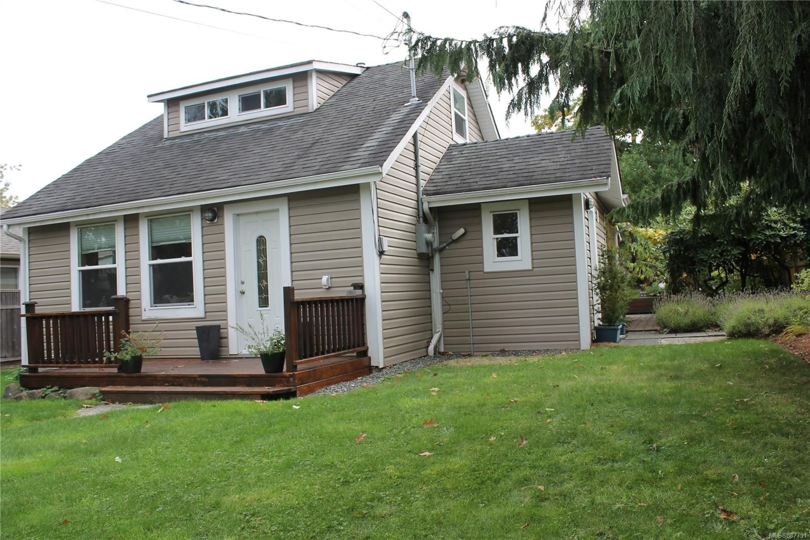Main Photo: 1130 Fitzgerald Ave in Courtenay: CV Courtenay City House for sale (Comox Valley)  : MLS®# 887751