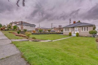 Photo 1: 3005 E 4TH Avenue in Vancouver: Renfrew VE House for sale (Vancouver East)  : MLS®# R2250924
