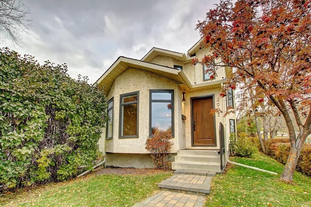 Main Photo: 2002 7 Avenue NW in Calgary: West Hillhurst Detached for sale : MLS®# C4291258