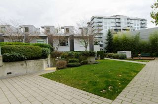"Photo 3: 609 328 E 11TH Avenue in Vancouver: Mount Pleasant VE Condo for sale in ""Uno"" (Vancouver East)  : MLS®# R2126695"