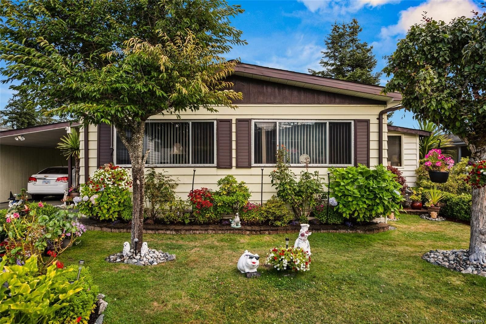 Main Photo: 4 7701 Central Saanich Rd in : CS Hawthorne Manufactured Home for sale (Central Saanich)  : MLS®# 850841