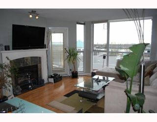 """Photo 2: 311 8420 JELLICOE Street in Vancouver: Fraserview VE Condo for sale in """"BOARDWALK"""" (Vancouver East)  : MLS®# V803299"""