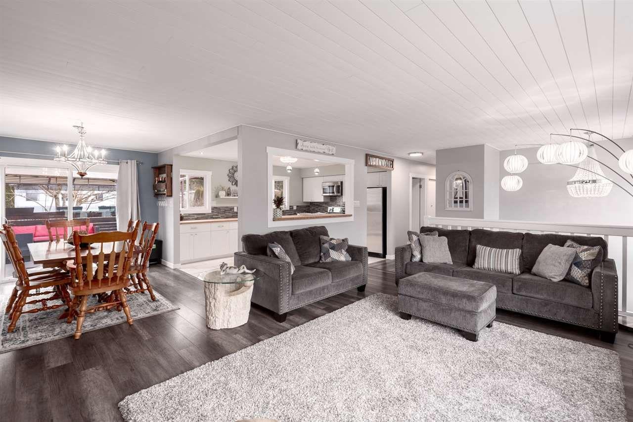 """Main Photo: 2120 RIDGEWAY Crescent in Squamish: Garibaldi Estates House for sale in """"GARIBALDI ESTATES"""" : MLS®# R2545569"""
