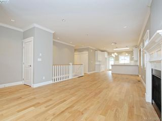 Photo 4: 4 3933 South Valley Dr in VICTORIA: SW Strawberry Vale Row/Townhouse for sale (Saanich West)  : MLS®# 784541