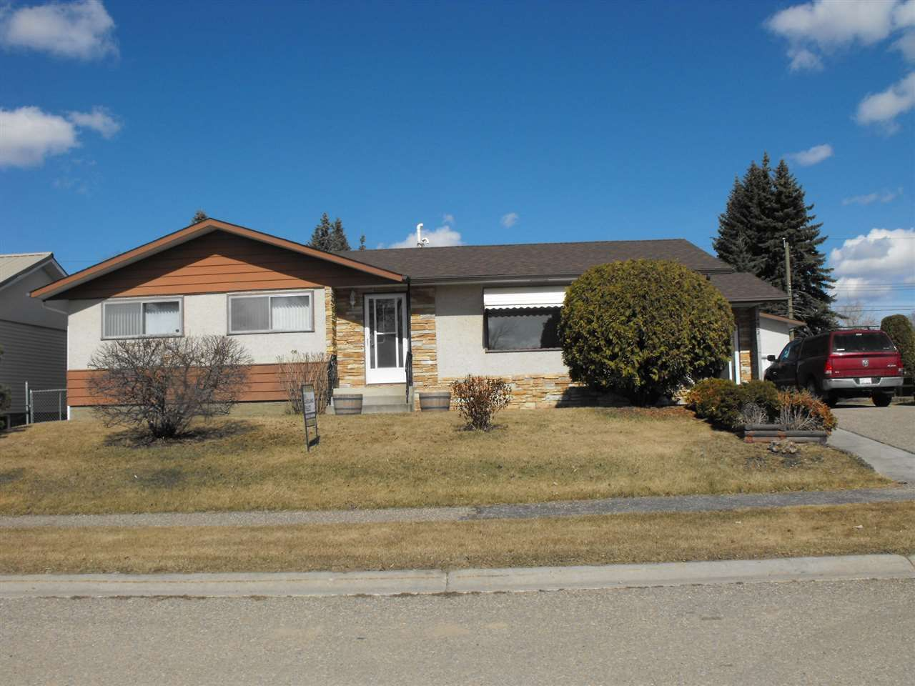 Main Photo: 4902 53 Avenue: Elk Point House for sale : MLS®# E4233623