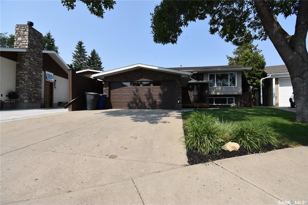 Main Photo: 150 Willoughby Crescent in Saskatoon: Wildwood Residential for sale : MLS®# SK863866