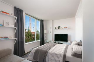 """Photo 4: 509 1919 WYLIE Street in Vancouver: False Creek Condo for sale in """"MAYNARDS BLOCK"""" (Vancouver West)  : MLS®# R2401456"""