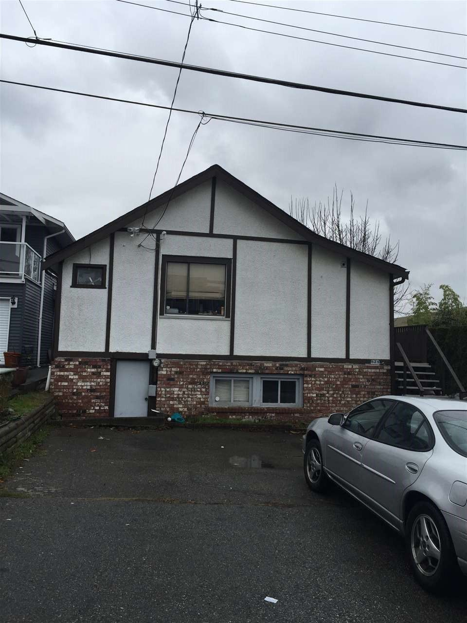 Main Photo: 828 STEVENS Street: White Rock House for sale (South Surrey White Rock)  : MLS®# R2230278