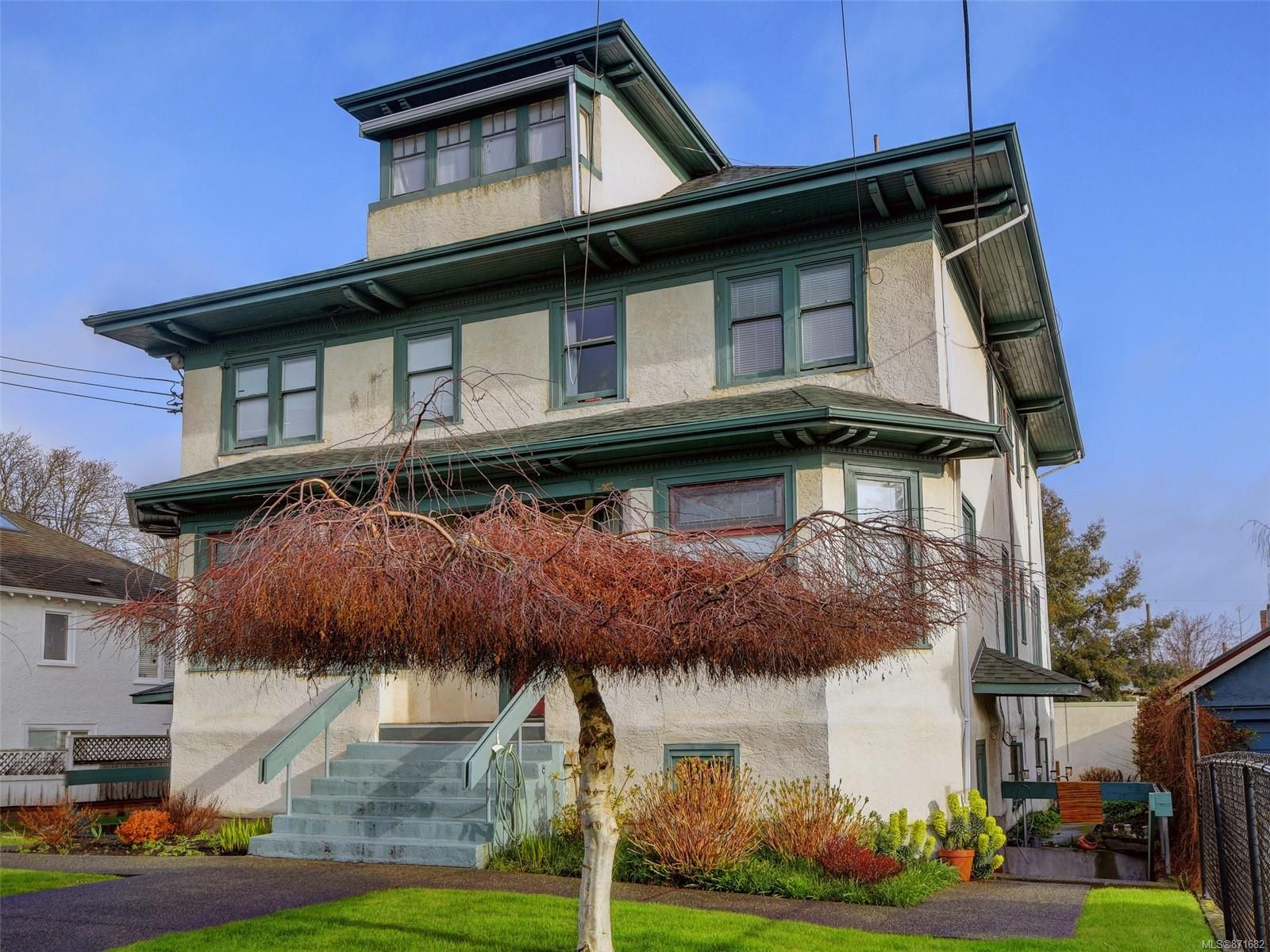 Main Photo: 1120 May St in : Vi Fairfield West Multi Family for sale (Victoria)  : MLS®# 871682