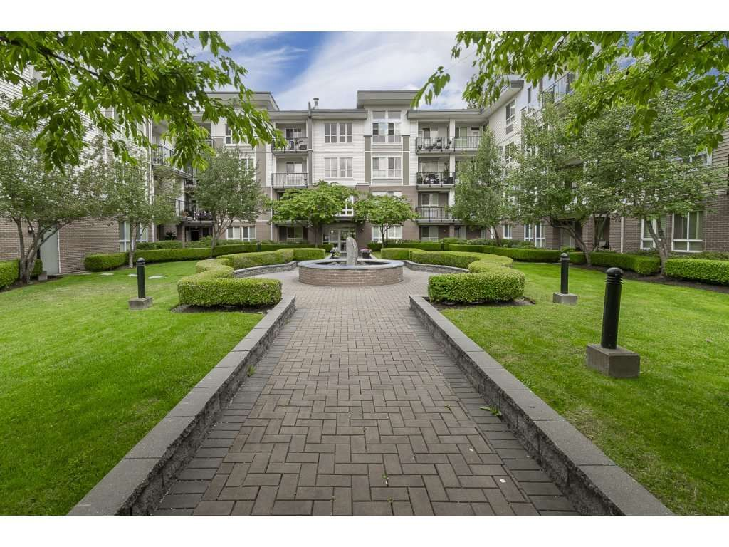 """Photo 2: Photos: 318 5430 201 Street in Langley: Langley City Condo for sale in """"The Sonnet"""" : MLS®# R2282213"""
