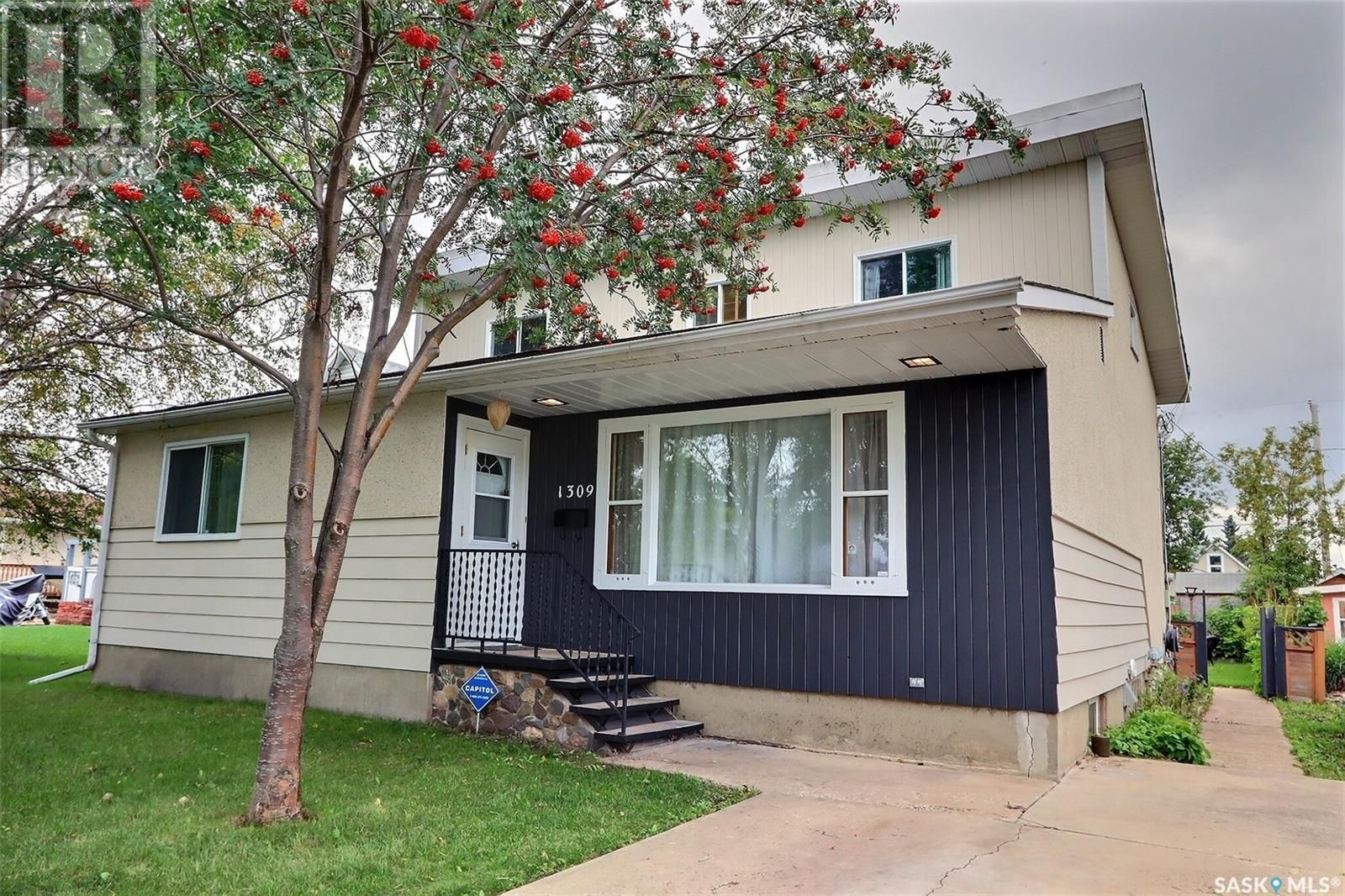 Main Photo: 1309 1st ST E in Prince Albert: House for sale : MLS®# SK869786