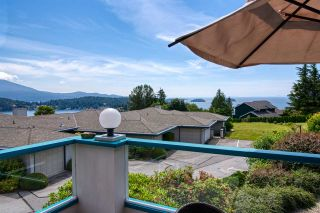 "Photo 2: 8 554 EAGLECREST Drive in Gibsons: Gibsons & Area Townhouse for sale in ""Georgia Mirage"" (Sunshine Coast)  : MLS®# R2474537"