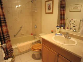 """Photo 5: 204 327 W 2ND Street in North Vancouver: Lower Lonsdale Condo for sale in """"Somerset Manor"""" : MLS®# V847989"""