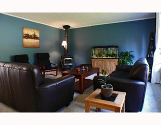 Photo 2: 1099 MALAVIEW Road in Gibsons: Gibsons & Area House for sale (Sunshine Coast)  : MLS®# V696259
