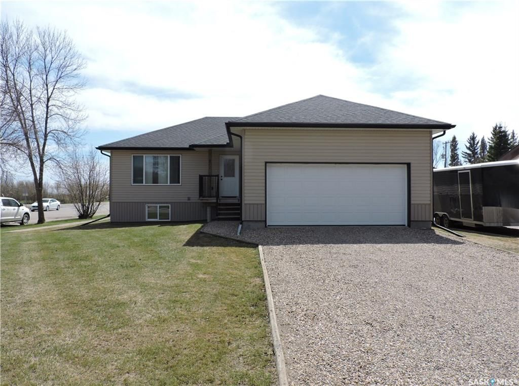 Main Photo: 217 Garvin Crescent in Canora: Residential for sale : MLS®# SK833397
