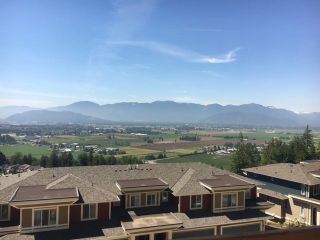 Photo 1: 120 6026 LINDEMAN Street in Chilliwack: Promontory Townhouse for sale (Sardis)  : MLS®# R2538101