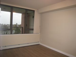 "Photo 3: 808 2689 KINGSWAY in Vancouver: Collingwood VE Condo for sale in ""SKYWAY TOWER"" (Vancouver East)  : MLS®# R2041971"
