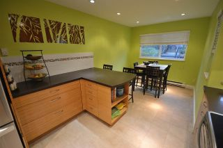 Photo 2: 211 E 4TH STREET in North Vancouver: Lower Lonsdale Townhouse for sale : MLS®# R2024160