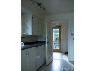 Photo 3: 318 Uganda Ave in VICTORIA: Es Kinsmen Park Half Duplex for sale (Esquimalt)  : MLS®# 738139