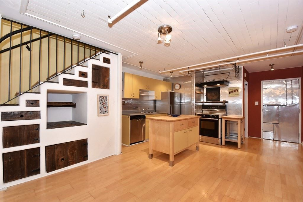 """Photo 5: Photos: 110 237 E 4TH Avenue in Vancouver: Mount Pleasant VE Condo for sale in """"ARTWORKS"""" (Vancouver East)  : MLS®# R2122835"""
