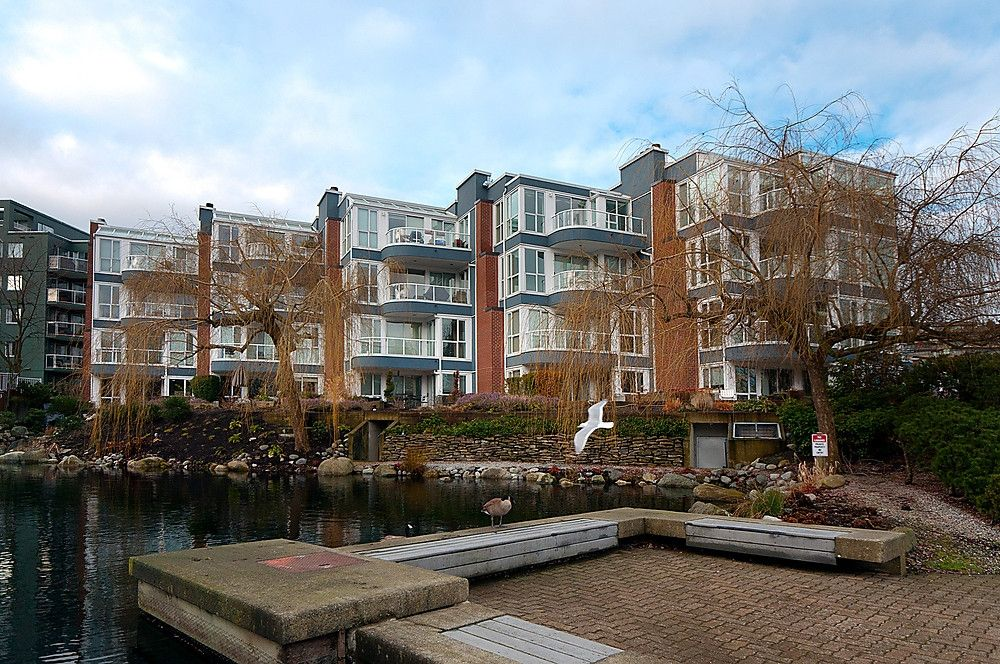 """Main Photo: 405 1551 MARINER Walk in Vancouver: False Creek Condo for sale in """"THE LAGOONS"""" (Vancouver West)  : MLS®# V870218"""