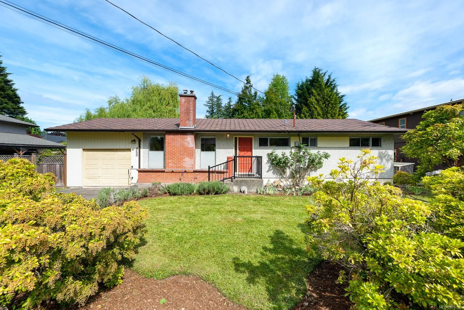 Main Photo: 368 Douglas St in : CV Comox (Town of) House for sale (Comox Valley)  : MLS®# 876193