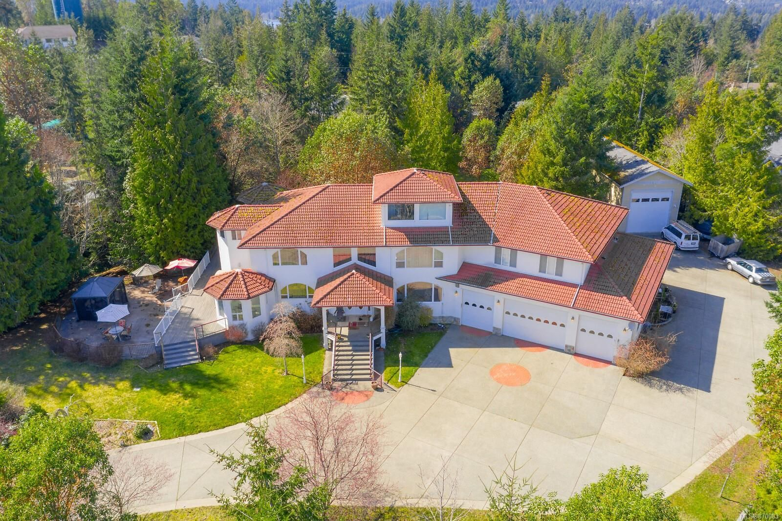 Main Photo: 2647 Treit Rd in : ML Shawnigan House for sale (Malahat & Area)  : MLS®# 870083