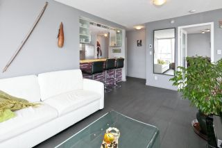 """Photo 7: 2508 928 BEATTY Street in Vancouver: Yaletown Condo for sale in """"THE MAX by CONCORD PACIFIC"""" (Vancouver West)  : MLS®# R2047968"""