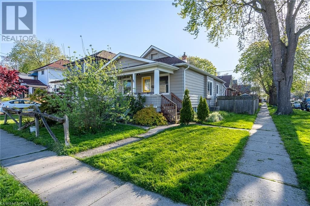 Main Photo: 75 HENRY Street in St. Catharines: House for sale : MLS®# 40126929