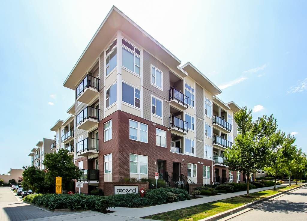Main Photo: 209 15956 86A Avenue in Surrey: Fleetwood Tynehead Condo for sale : MLS®# R2388866