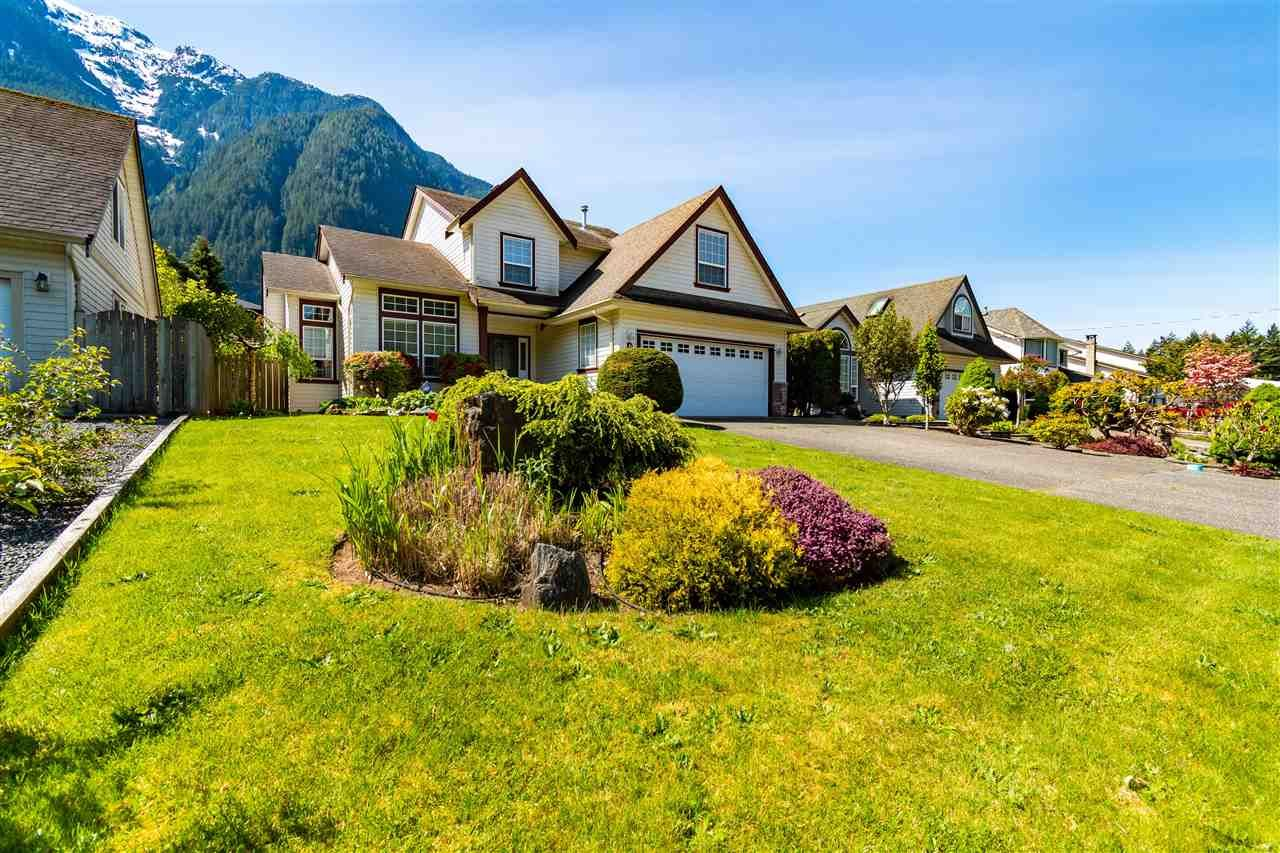 """Main Photo: 65580 DOGWOOD Drive in Hope: Hope Kawkawa Lake House for sale in """"KETTLE VALLEY STATION"""" : MLS®# R2577152"""